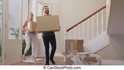 aantrekkelijk, bewegend huis, kaukasisch, nieuw, paar