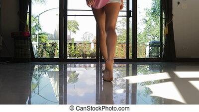aanzicht, balkon, achterkant, meisje, aanzicht, back, open, gaan, terras, blonde, morgen, keerkring, bos, vrouw, uit, jonge