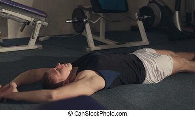 abdominaal, vloer, oefeningen, sterke, het liggen, man