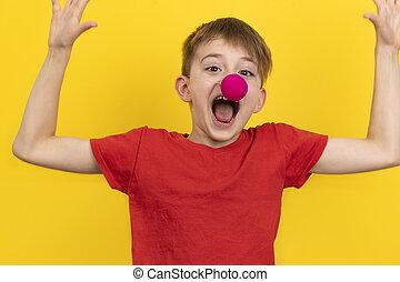 achtergrond, plezier, hebben, verticaal, holiday., kind, neus, vrolijke , clown, gele, jongen
