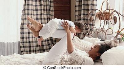 afrikaan, gekke , yoga, baby, mamma, slaapkamer, oefening