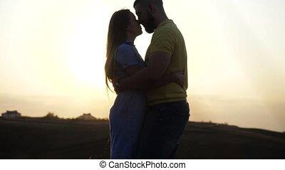 akker, avond, datum, spikelets., minnaars, horizon, paar, sunset., het koesteren, hemel, tegen, open, lucht., kussende , romantische, twee, jonge, afsluiten, getrouwd, aanzicht, natuur