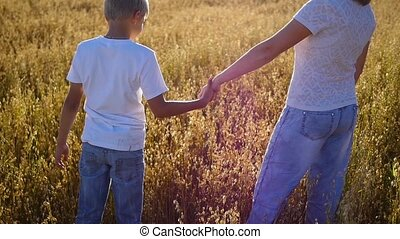 akker, wandelende, tarwe, kinderen, moeder