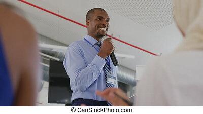applauding, cursus, zakelijk, mannelijke , spreker, publiek, aanspreken
