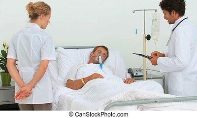 arts, bezoeken, twee, patiënt, jonge