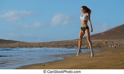 atletisch, hurkzit, oefening, verloofd, vrouw, sports., outdoors., vrouwlijk, sunset., buiten, fitness, sportswoman, werkende , vervelend, sportkleding, uit, strand, jonge