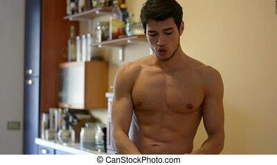 atletisch, proteïne, man, drinkt, shirtless, schudden, mixer, jonge