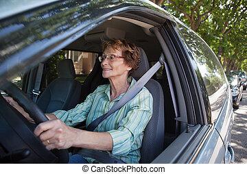 auto, glimlachende vrouw, senior, geleider
