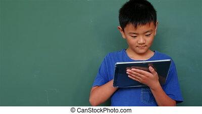 aziaat, klaslokaal, school, digitale , aanzicht, studerend , tablet, 4k, schooljongen, voorkant