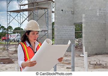 aziatische vrouw, inspecteur, constructi