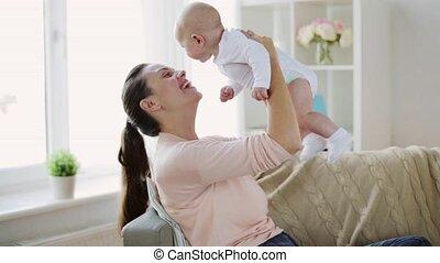 baby, gelukkig huis, weinig moeder, jonge