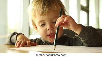 baby jongen, verlekkeert, potlood