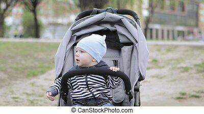 baby jongen, wandelaar