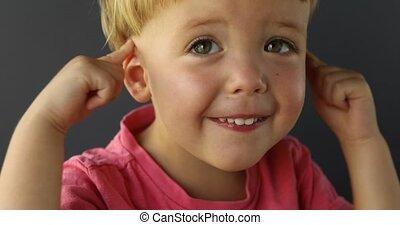 baby jongen, zijn, oor, beroeren