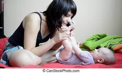 baby, kussende , jonge, voetjes, moeder