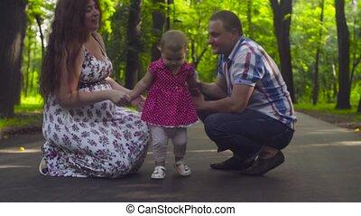 baby, ouders, meisje, park, vrolijke