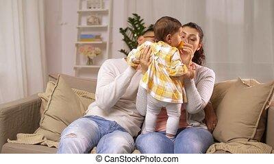 baby, thuis, meisje, gezin, vrolijke