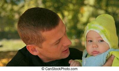baby, vader, vasthouden