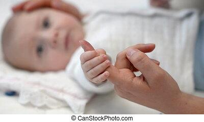 baby, vinger, vasthouden, moeder