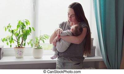 baby, vrouw, armen, haar, vasthouden