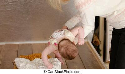 baby, weinig; niet zo(veel), mamma, wiegje, zet