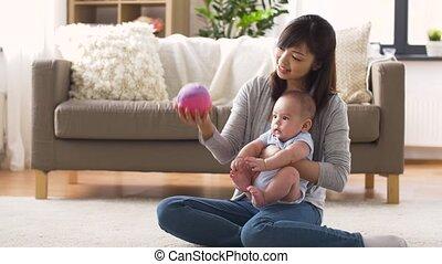bal, moeder, baby, thuis, spelend, vrolijke