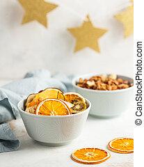 banaan, blauw licht, sinaasappel, kiwi, vruchten, aardbeien, droog, close-up, peer, textiel, servet, achtergrond