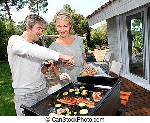 barbecue, paar, het koken, vlees, tuin