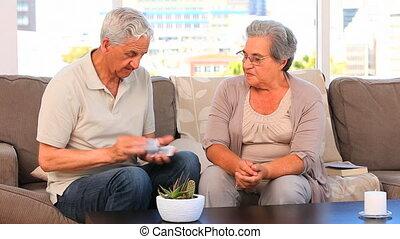 bejaarden, kaarten, spelend, paar