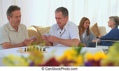 bejaarden, speelkaarten, vrienden