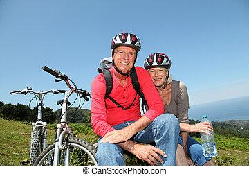 berg, natuurlijke , paar, fietsen, paardrijden, senior, landscape