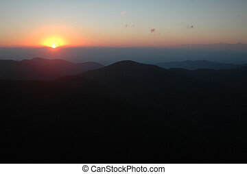 berg, ondergaande zon