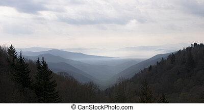 berg, rokerig, ondergaande zon