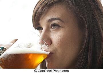 bier, vrouw, drinkt, jonge