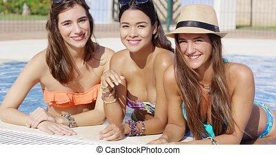 bikini, drie, jonge, prachtig, vriendelijk, vrouwen