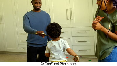 black , huis voorkant, comfortabel, aanzicht, vader, speelbal, zwaard, 4k, spelend, zoon, jonge