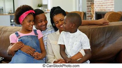 black , thuis, comfortabel, aanzicht, bankstel, 4k, jonge, voorkant, gezin, zittende
