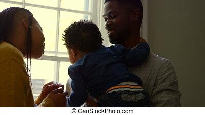 black , thuis, zijn, comfortabel, aanzicht, baby, vasthouden, vader, 4k, voorkant, jonge