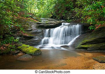 blauwe bergen, kam, natuur, verdoezelen, bomen, sterke drank, rotsen, water, groene, watervallen, vloeiend, vredig, motie, landscape