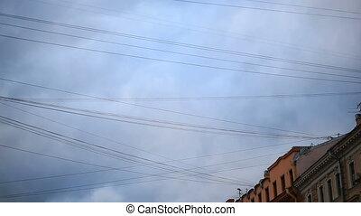 blauwe , draden, wolken, vliegen, hemel, tegen, achtergrond