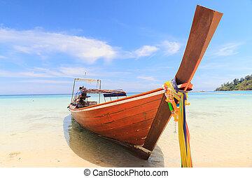 blauwe hemel, strand, scheepje