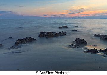 blauwe hemel, strand, zee, rots