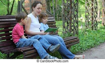 boek, geitjes, lezende , moeder