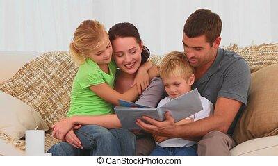 boek, kinderen, gezin, lezende
