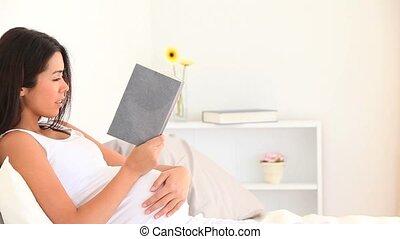 boek, vrouw, zwangere , lezende