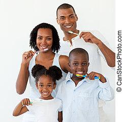 borstelende teeth, hun, afro-amerikaan, gezin