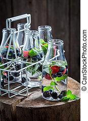 bosbessen, braambessen, frambozen, water, closeup, fles