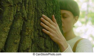 boven., vrouw, liefde, groot, nature., boompje, aandoenlijk, bos, blaffen, omhelzingen, afsluiten, meisje