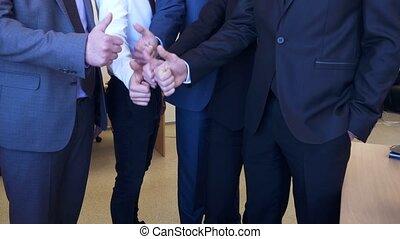 boven., zakenlui, het tonen, hun, unrecognizable, duimen