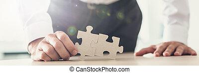 breed, beeld, twee, samen, stukken, vasthouden, zakenman, aanzicht, raadsel, aangepaste